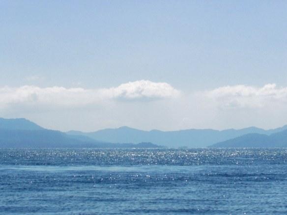 Glistening streams of the lago