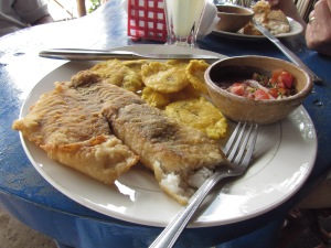 We stop by an island restaurant for their specialty, boneless fried fish. It's a popular tourist spot.